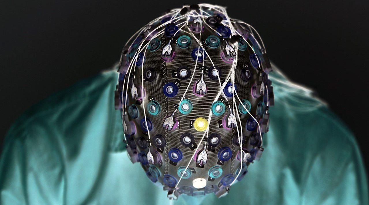 前不久,马斯克携手他名下的Neuralink发布了一套脑机接口系统