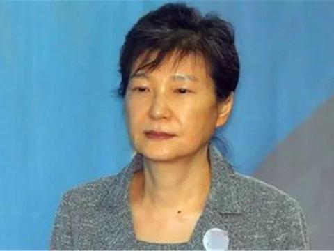 韩军方力挺朴槿惠,文在寅遭反对