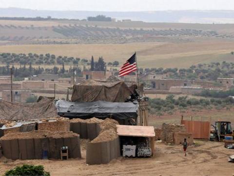 不明武装声援叙利亚,兵分三路突破多道防线,逼近美军前线基地