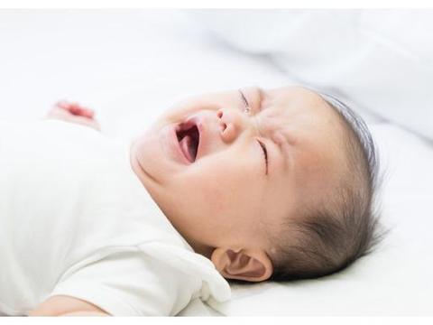 3月大的孩子口鼻流血离世,医生查明死因,罪魁祸首竟是亲生父亲