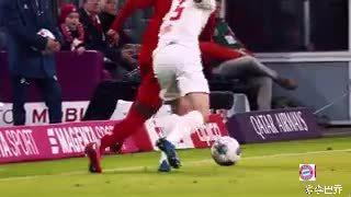 阿方索·戴维斯是当今世界足坛最佳左后卫之一吗?不要质疑这个问题