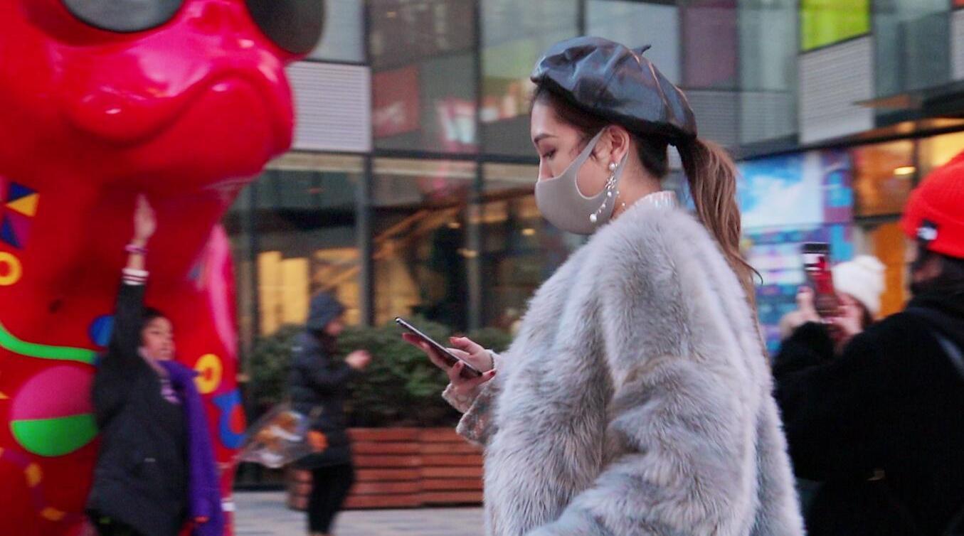 三里屯街拍:相应卫健委号召,潮人们纷纷戴上口罩,既时尚又神秘