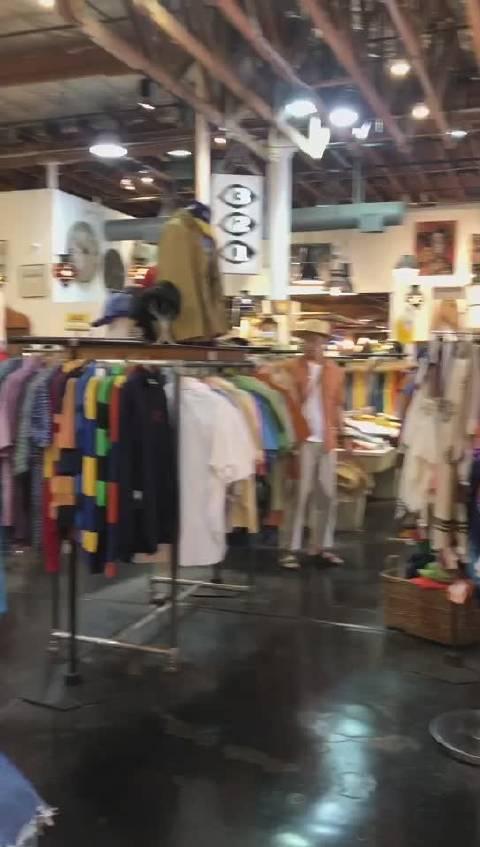 今天客户经理Judy带妈妈们来逛复古味浓浓的二手衣服店虽然是二手衣