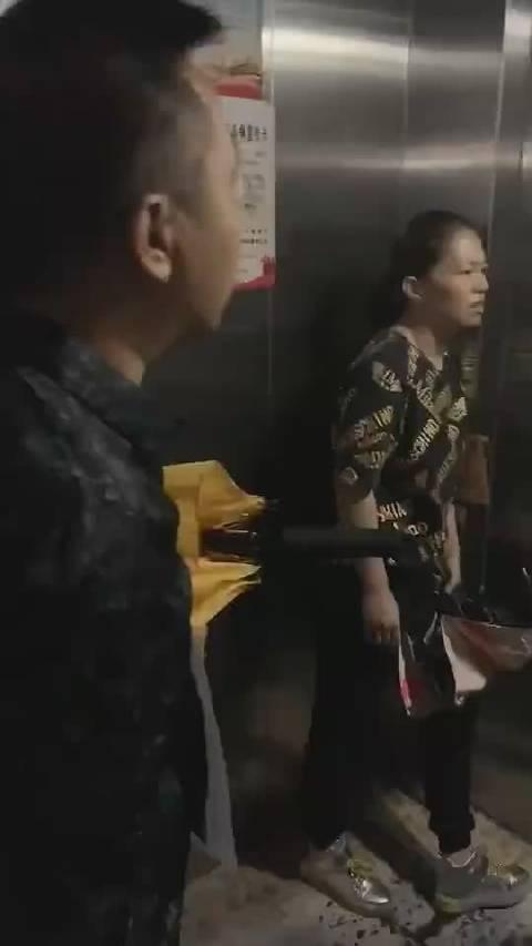 网友@吉林微爆料 爆料☞电梯惊魂,啥点啊,活了30多岁