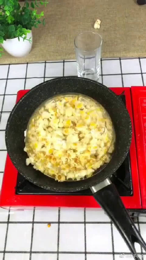 女友想吃爆米花,外面不干净还贵,我就自己在家做给她吃,还行吧?