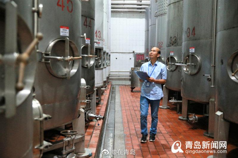 """青岛工匠刘春生:痴迷酵母""""交响乐""""用心赋予葡萄酒生命"""