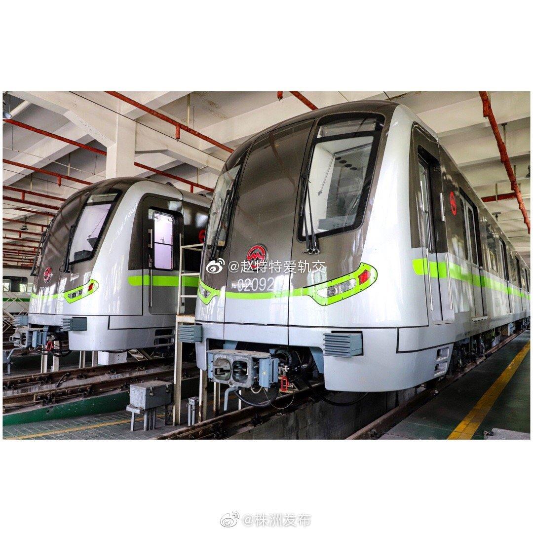 """上海2号线新车""""绿灯侠""""(02A05型)来自株洲"""
