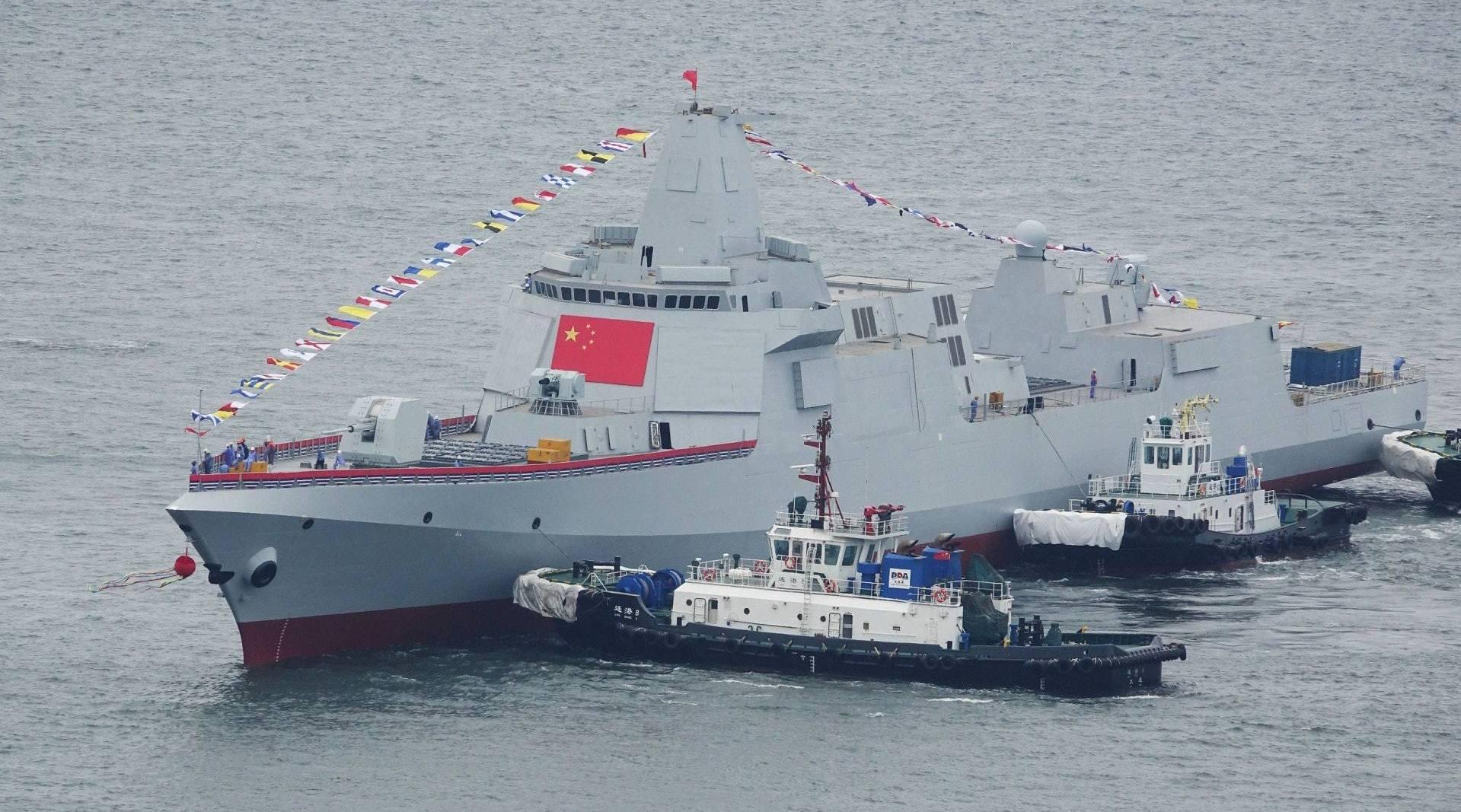 055万吨驱逐舰有多厉害?携带500枚导弹,一门舰炮可压制一个炮兵