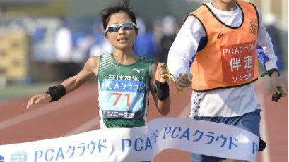2:54:22!42岁视障女跑者刷新盲人全马世界纪录