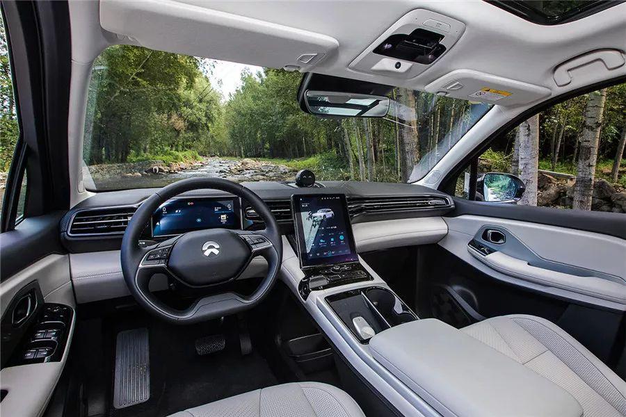 盘点3部贺岁影片中出现的5款车,其中一辆2018年热销19万台!