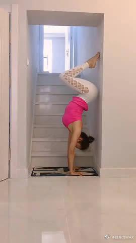 最懂女人的瑜伽体式之一,排毒养颜,让你冻龄驻颜。