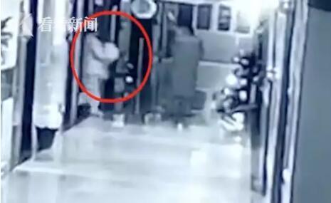 女子伪装成护士,从医院偷走出生仅一天的婴儿!警方通报来了