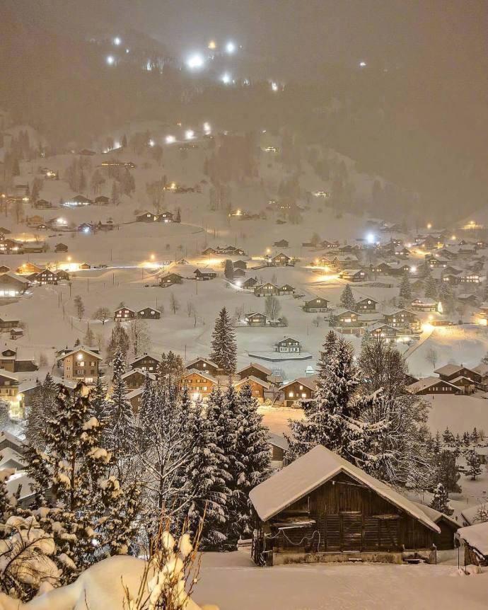 瑞士的雪夜,仿佛童话世界一般,太美了!!!