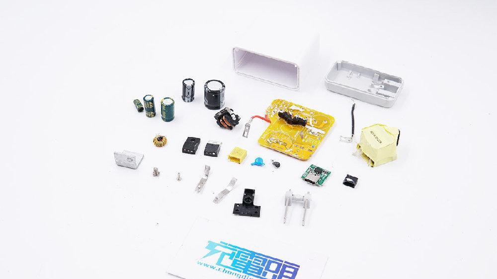 拆解报告:iWALK 30W USB PD快充充电器QC54