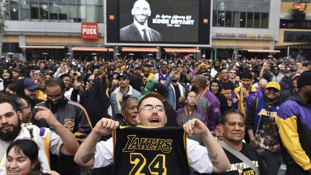 球迷参加科比追悼会,门票24美元,纪念品转手卖3000,升值125倍