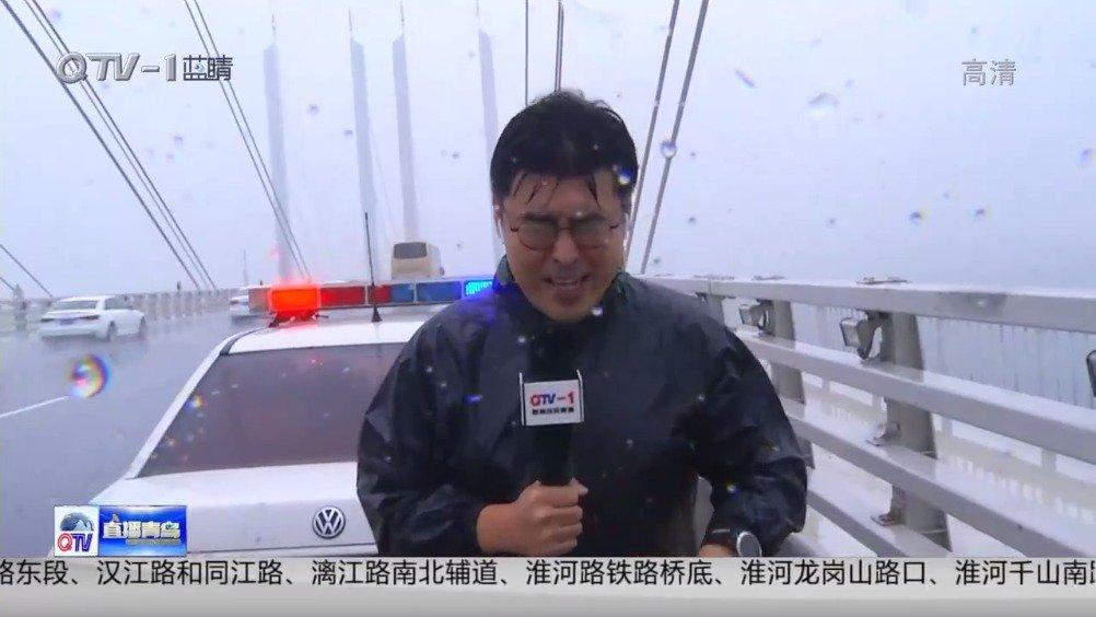 胶州湾隧道和跨海大桥现在还在正常通行,交警部门不间断巡逻