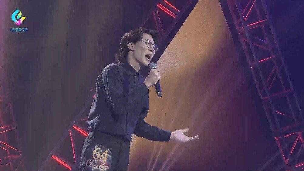 山东财经大学的张倬诚,演唱《让》