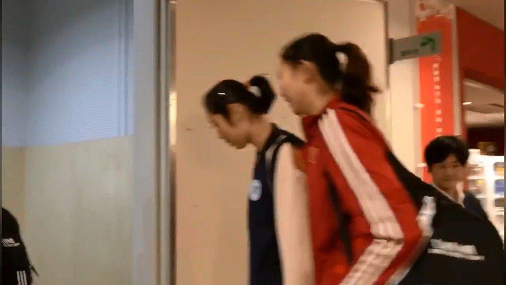 中国女排抵达赛场  朱婷、张常宁、刘晓彤、李盈莹、刘晏含、袁心玥、