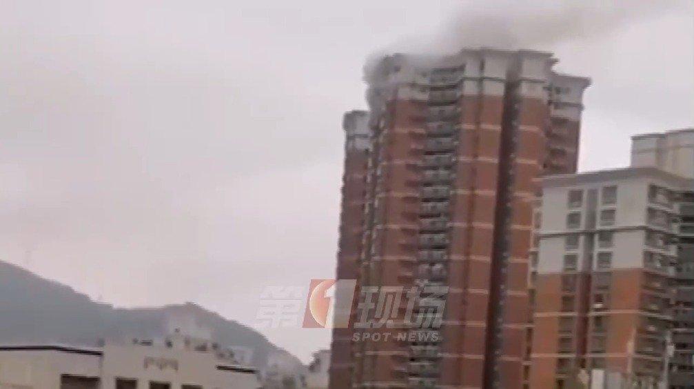 梅林一村高层住宅楼突发大火!暂未发现人员伤亡