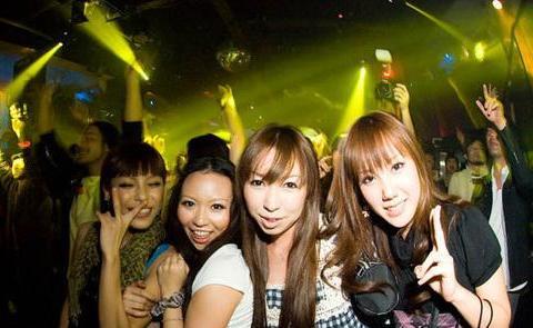 在日本给女大学生2万日元会发生什么 岛国妹子回答让宅男呆了