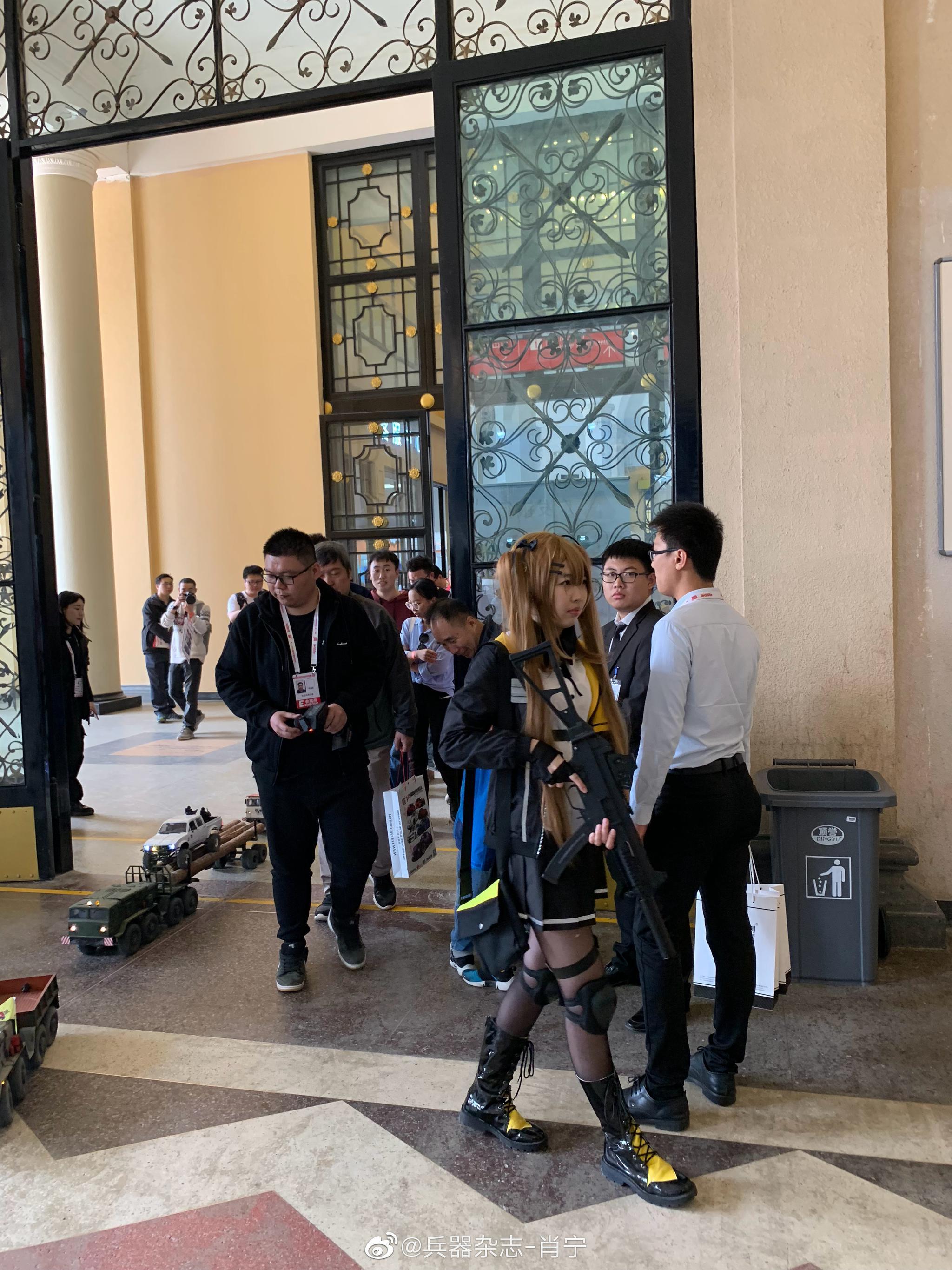 武装COSER护卫车队巡游开始 @HEC-中国国际模型博览会