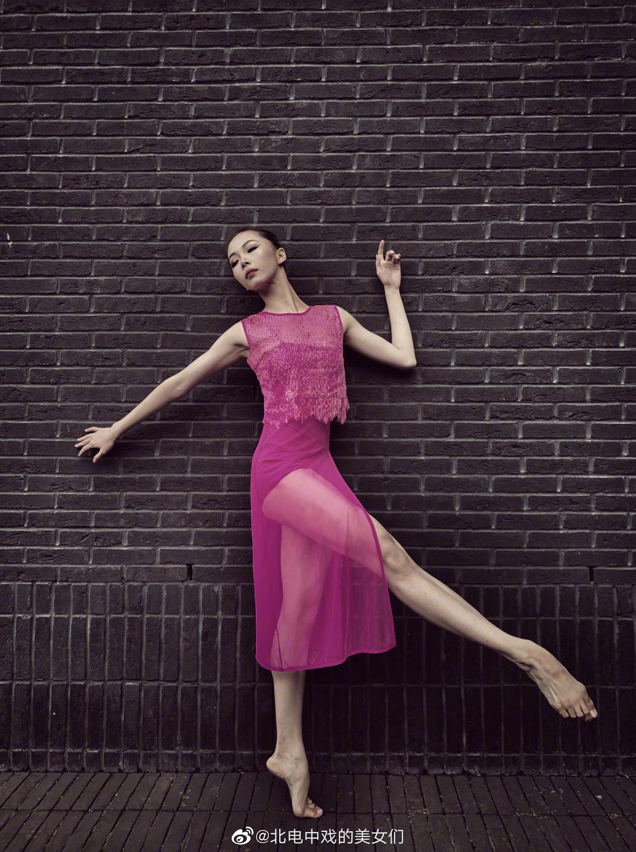 梁文好 北京舞蹈学院2019级编导系本科 毕业于上海戏剧学院附属舞蹈学