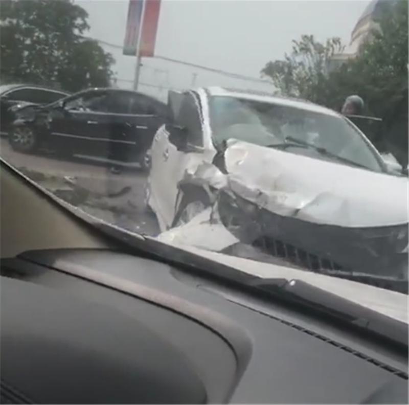 本田杰德和悦动相撞,看到车损时,没想到韩系车和日系车差不多