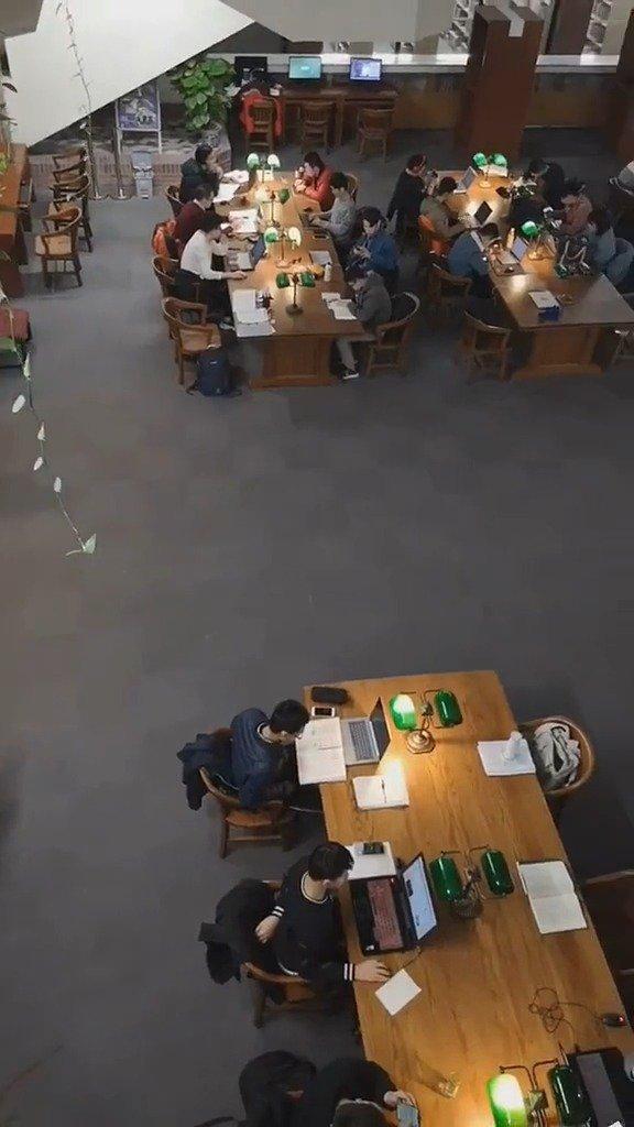 深夜11点的清华大学的图书馆