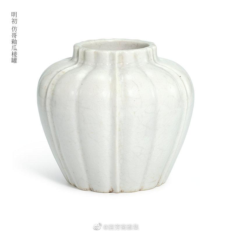白釉是瓷器传统釉色之一,真正的白釉应该是乳白色的乳浊釉