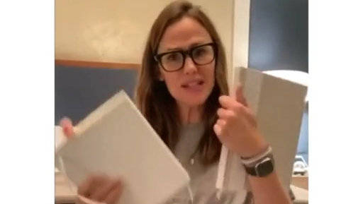詹妮弗加纳更新ins,加纳姐正纠结新年用哪个记事本