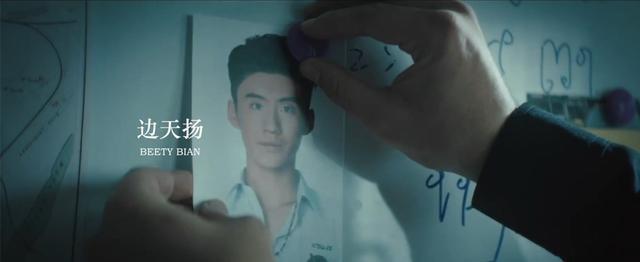 不要只夸陈冲肖央,陈思诚钦点的这反派要爆,笑得比张子枫还可怕