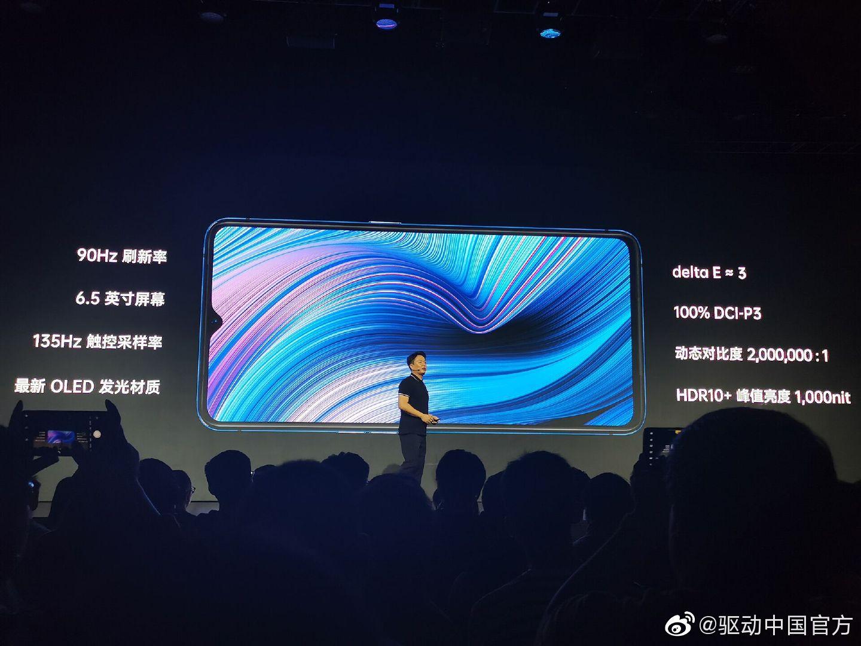 另一大亮点:屏幕,最新OLED发光材料6.5英寸水滴屏,90Hz刷新率