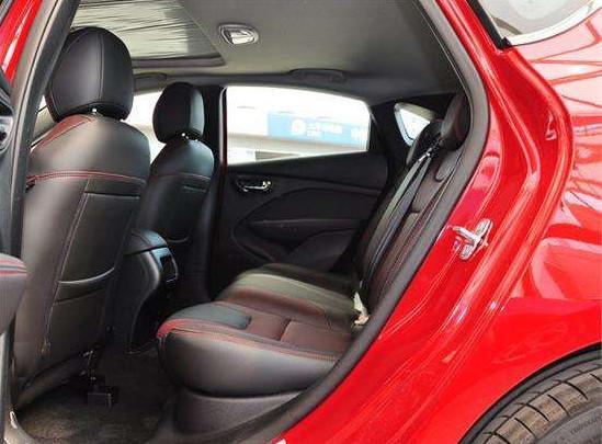 下探4万元,动力强劲、空间充足的居家小车,外观前卫