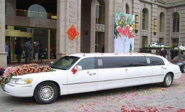 分期买一辆入门级劳斯莱斯跑婚庆,一天收8888元,能赚钱吗?