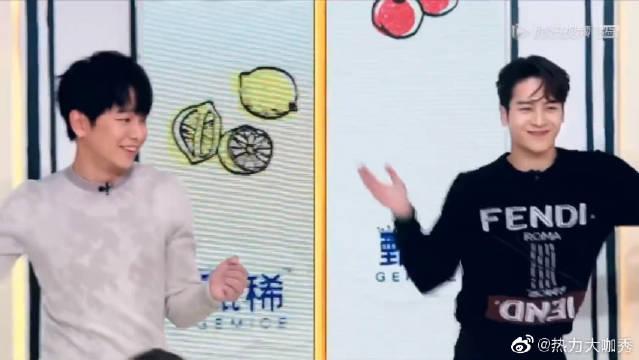 王嘉尔彭昱畅齐跳JYP猩爹舞蹈,舞蹈还是自家人跳得好哈哈哈