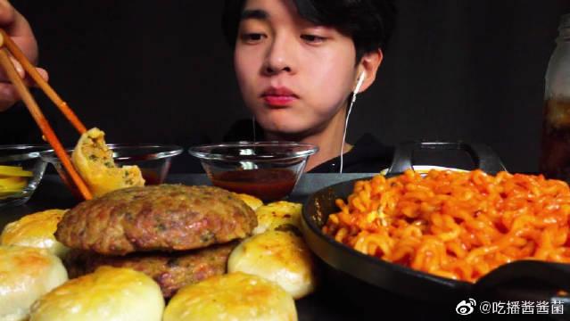 韩国帅气可爱吃播小哥哥,吃鸭糕,排骨,鸭子,烤肉,饺子
