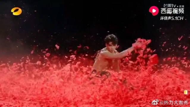 2020湖南卫视春晚:李响等人表演《霸王别姬》,杨丽萍来现场坐镇!