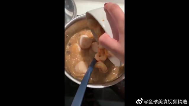 老婆是潮汕人,最喜欢吃海鲜,但是这虾明明还有屎!