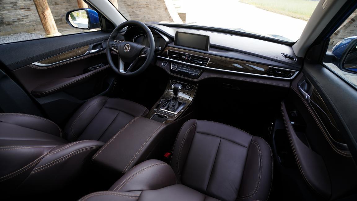 不到8万!空间大、颜值高,年轻人买7座SUV就选汉腾X5 MAX!