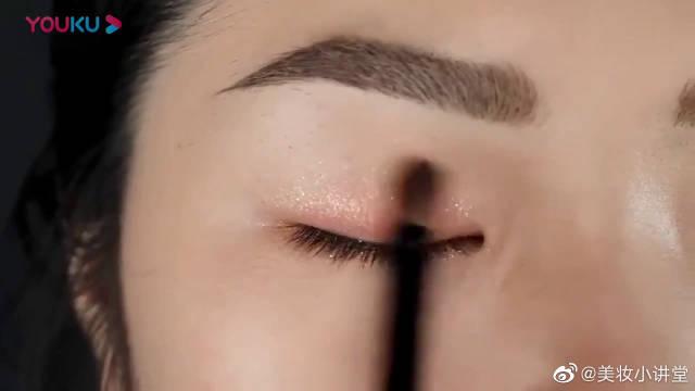 怎样化妆使眼睛变大?美妆博主教你大眼妆化妆步骤教程