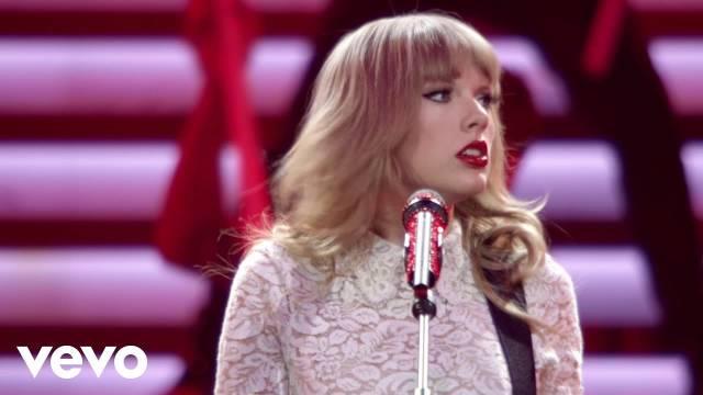 超清经典现场,霉霉Taylor Swift在2013年某演出上演唱《Red》