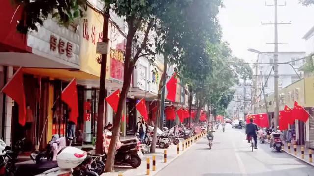 转自网友:宿州大街小巷都挂满了红旗,祝福祖国繁荣昌盛