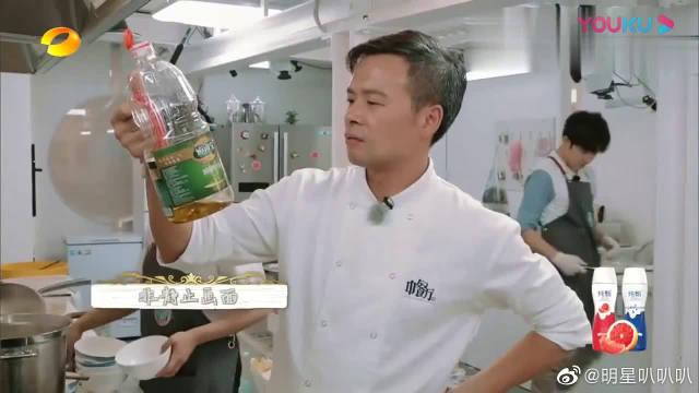 """杨紫调侃小林哥像自己""""姥爷"""",秦海璐自侃:姐还年轻着呢"""