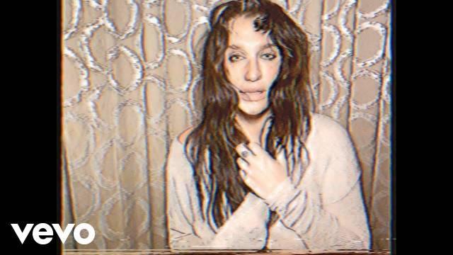 接连两首先行曲之后,美国流行女歌手Kesha再次发力
