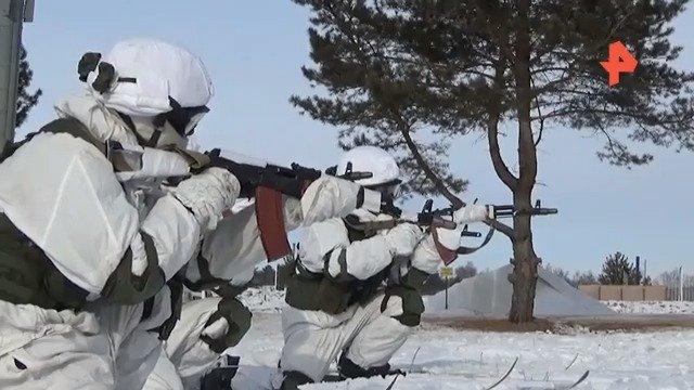 俄远东指挥学校庆祝成立80周年