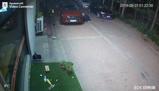 9月23日,比亚迪汽车官微转发一则比亚迪唐汽车被人纵火的监控视频