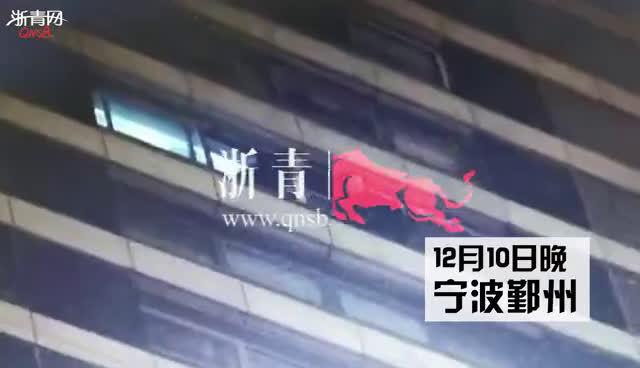 眼看女子要坠楼,宁波民警15楼高空中飞身营救