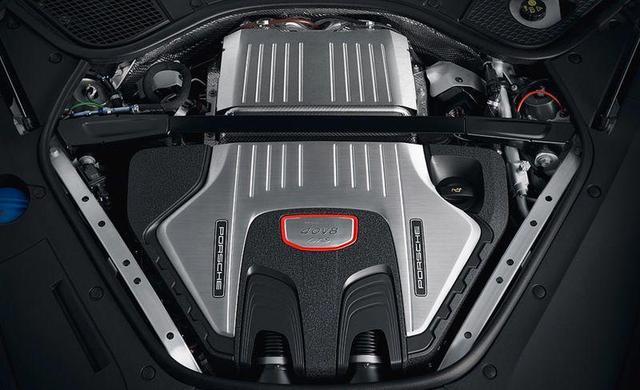 保时捷Panamera GTS以驾驶员为中心,双涡轮增压V-8