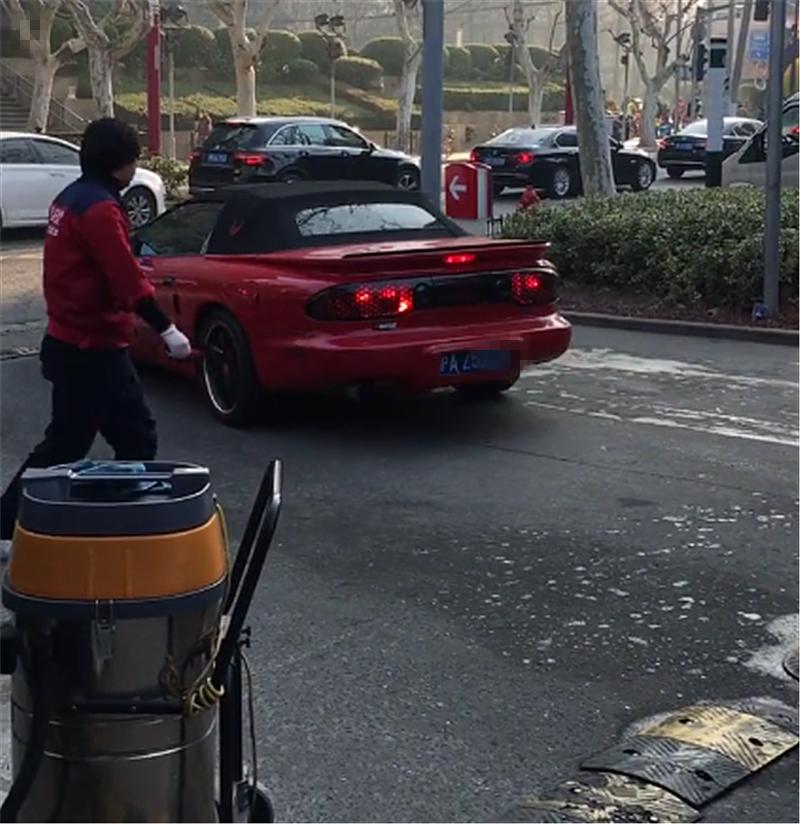80万山寨法拉利现上海,车头似F430,凭《霹雳游侠》成名!