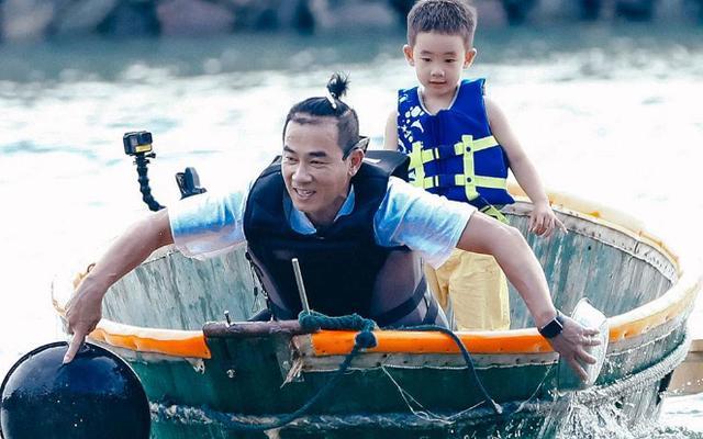 陈小春诉苦10年没换过车,看了他的座驾后,网友:再等十年吧